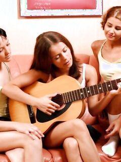 Есть гитара нет парней