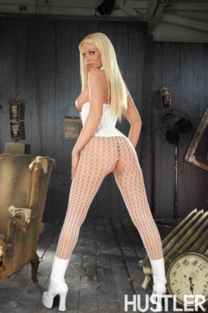 Жгучая блондинка