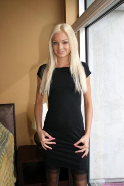 Озорная блондинка