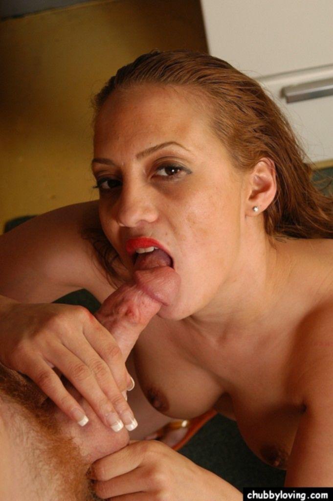 Жарим секси домохозяйку на кухне