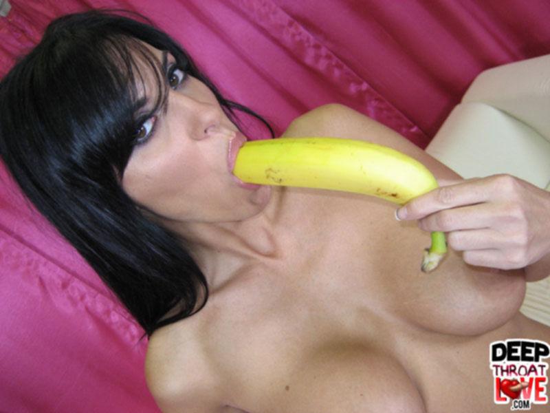 Киска с бананом