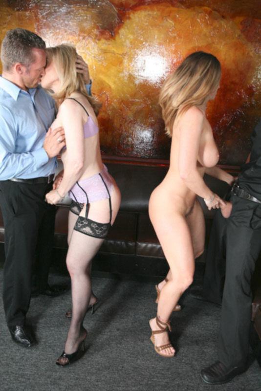 Блондинки в клубе