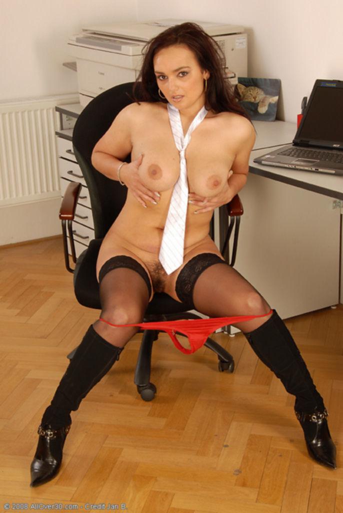 Мисс грудь офиса